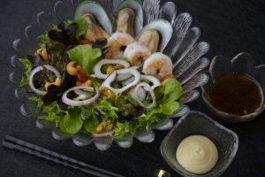 เมนูสลัดสุดพิเศษของร้าน Cruise Restaurant ซอยธนิยะ สลัดครูซ