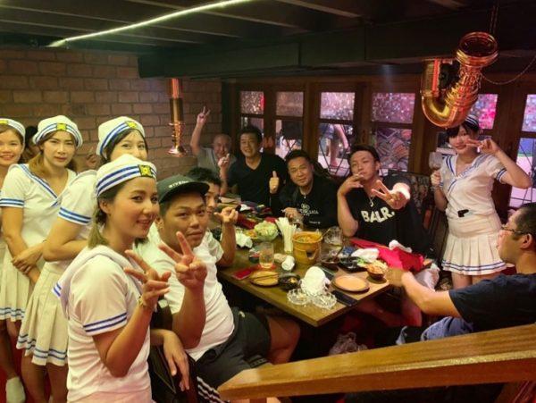 ปาร์ตี้หลังเลิกงานกับ Cruise Restaurant