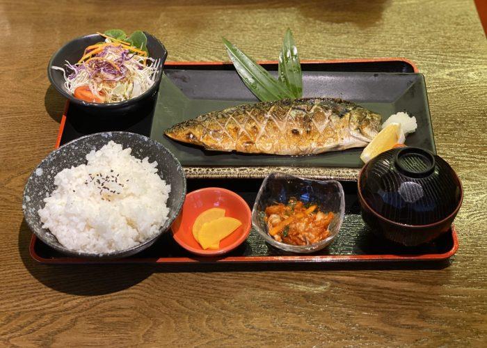 เมนูข้าวกับปลา กินเท่าไรก็ไม่อ้วน ที่ร้านอาหารญี่ปุ่นครูซ ถนนสีลม