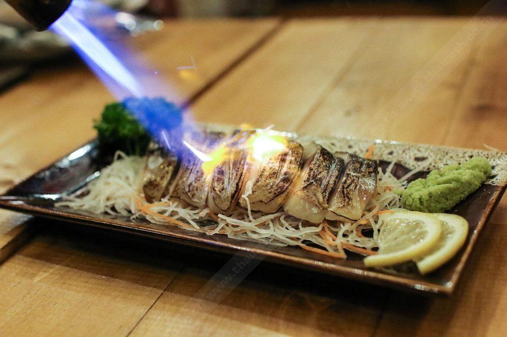 ปลาซาบะดองเบิร์นไฟ ร้าน Cruise Restaurant ถ.สีลม ซ.ธนิยะ