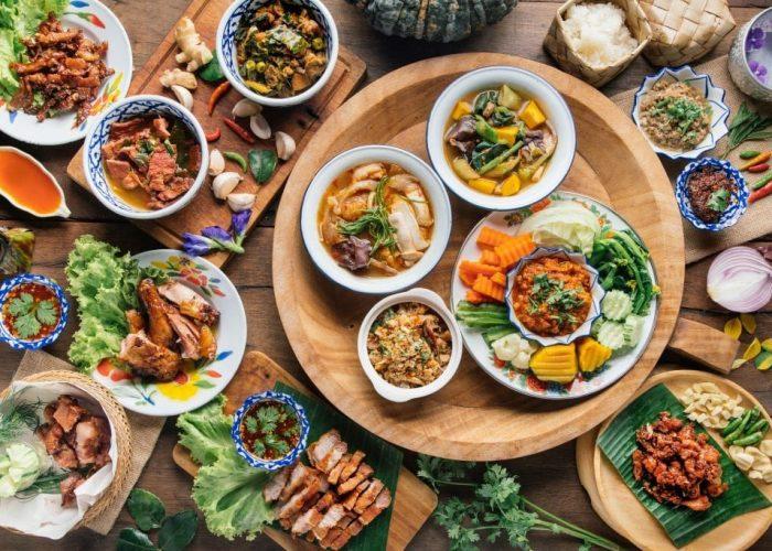 อาหารไทยแท้ เครื่องหนักจัดเต็ม ที่ร้านCruise Restaurant ซอยธนิยะ ถนนสีลม